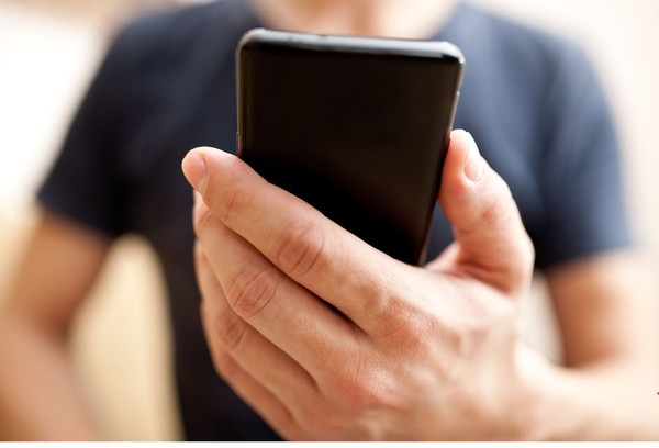 ▲▼想讓手機壽命減短嗎?9大壞習慣直接摧毀手機。(示意圖/達志影像)