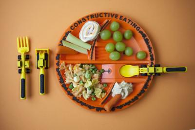 讓用餐變成玩遊戲 「工程車餐具」讓小朋友乖乖吃飯