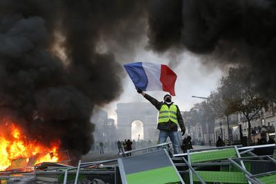 燒6棟樓112輛車! 「巴黎50年來最慘暴動」馬克宏尋求溝通