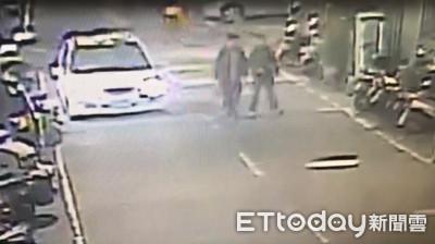 影/不滿女友被當Uber司機敲窗猛虧 男撂朋友當街痛毆醉漢