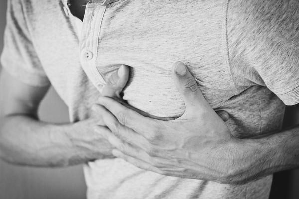 她怒揭男友劈腿「大吵後極度胸痛」 醫檢查驚見:真的心碎了!