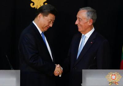 一帶一路太可口?葡總統「口水直流」抬手擦 習近平撇頭裝沒看到