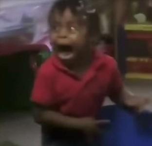 整張臉扭曲!兩歲女童被嚇哭影片外流 媽媽怒告幼兒園