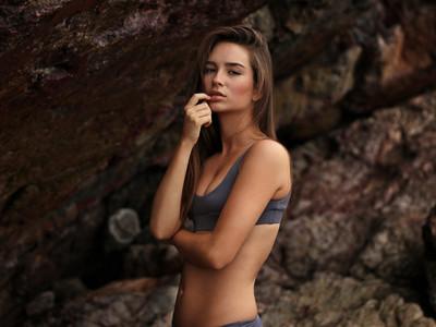 女孩請筆記!5件事讓胸部變小「大力按摩、沖熱水澡」