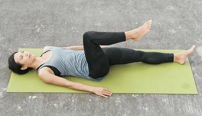 大腿畫圈圈 一招化解久坐腰背僵硬