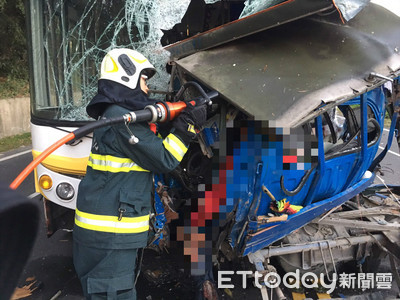 十八羅漢山突衝對向!10年前同地撞車活下來 19歲男「車擠球狀」慘死