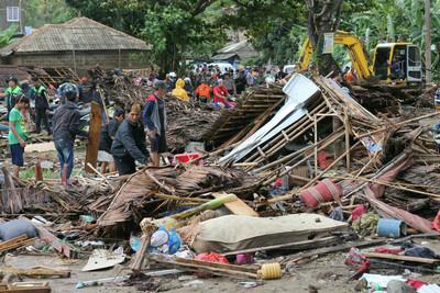 關鍵24分鐘無海嘯預警!印尼總統要求換設備 專家打槍:火山引起的來不及