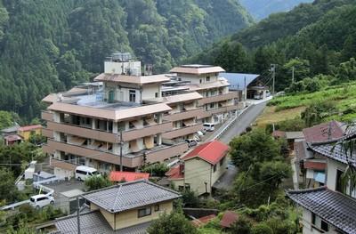 日本奧多摩町「屋比人多」如鬼城 老外定居15年也能免費送房