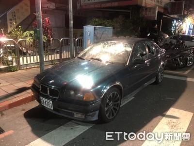 士林20惡煞街頭鬥毆 持刀棍猛砸BMW車窗