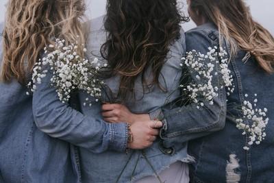 別再問「能幫上甚麼忙?」安慰悲傷朋友的5種正確方法