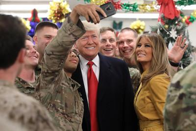 川普和第一夫人突訪伊拉克!「推特超安靜」給驚喜 親自感謝派駐美軍