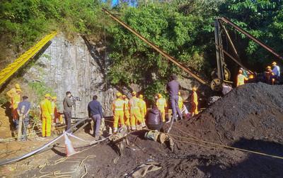 河水湧入外加大雨 印15名礦工困100公尺地底超過2周 生存機會渺茫