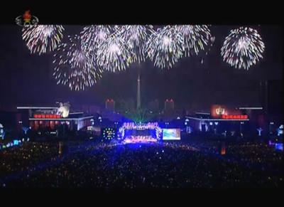 快訊/萬人HIGH翻平壤!北韓民眾擠爆跨年演唱會 11分鐘煙火秀超有誠意