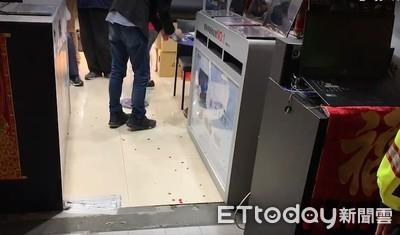 快訊/1未成年少年落網!光華夜爆「4煞圍毆」 男肺遭刺傷救治中