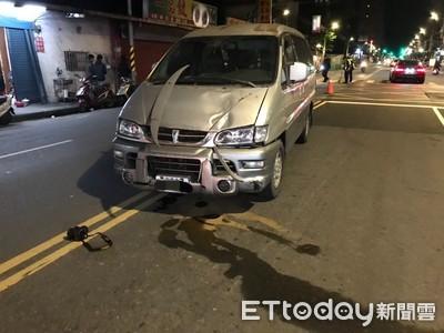 快訊/土城婦徒步穿越馬路…遭廂型車撞飛數公尺!命危搶救中