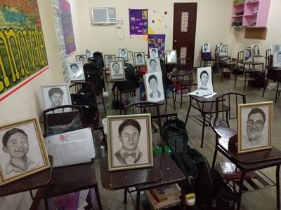 暖師送聖誕禮「秘密繪製全班27同學逼真肖像」 笑容髮絲神複製