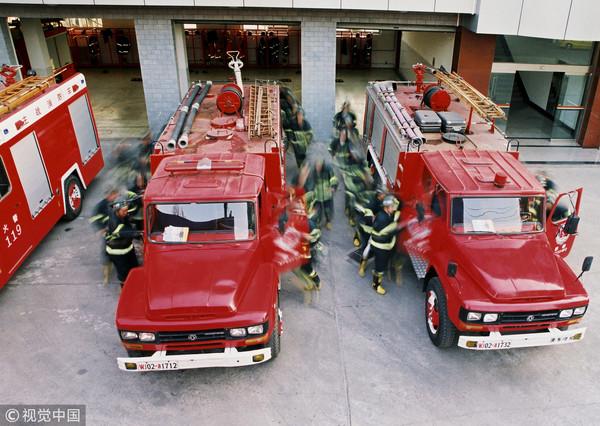 ▲▼消防車經過高速公路收費站竟然因為超載被開罰。(圖/CFP)