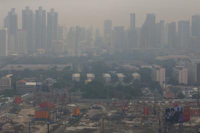 曼谷霧霾飆到「危害等級」 高速公路能見度剩1公里
