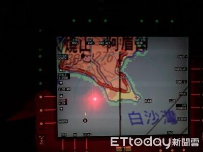 綠島浮潛教練深夜溺水 黑鷹直升機吊掛救援