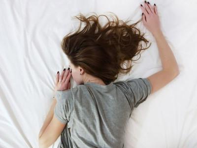 睡覺才不是逃避現實 研究顯示:適當睡眠能幫助解憂