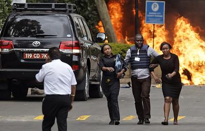 房客伏屍餐桌!奈洛比飯店恐襲傳14死 槍戰逾5小時仍在繼續