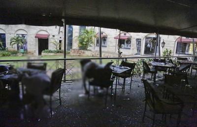 飯店炸車掃射!炸彈客「躲房待命」突血肉爆飛 警:他們針對美國人