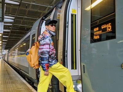 林俊傑「車站時尚」靠娃娃噴發潮味 到巴黎準備看LV秀