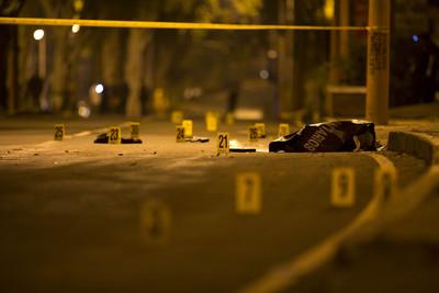 9歲童被依「5項一級謀殺罪」起訴!縱火燒屋5死 檢察官:他確認有人在家