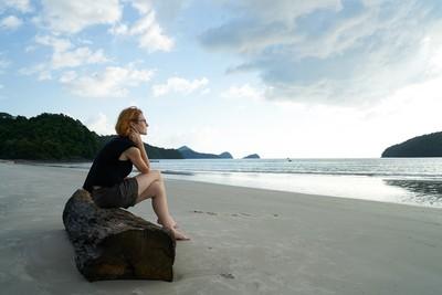 從兩個人到一個人──學會獨處,幸福可以自給自足
