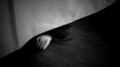 夢到亡妻帶女兒來找!71歲老父急探視 登門目睹愛女變乾屍