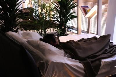 沒椅子只有床的「安眠咖啡店」 日本雀巢先請失眠人喝杯咖啡