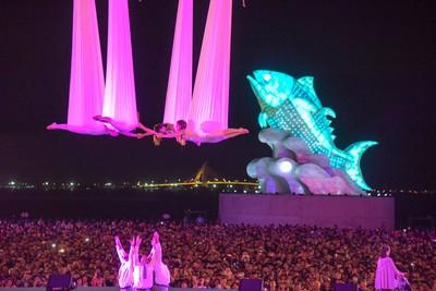 台灣燈會一天湧入81萬人!潮州車站千人擠爆 縣府急調700車