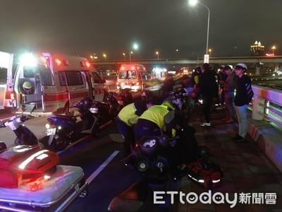 快訊/三重重新橋「12機車追撞」!5人送醫一度回堵 騎士骨折