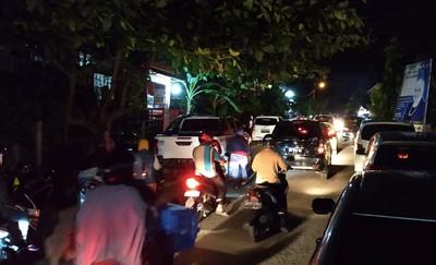印尼蘇拉威西島6.8強震!深度17km急發海嘯警報 民眾驚慌往高處逃