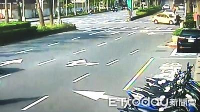 京華城前死亡車禍!小黃左轉撞直行機車 女騎士噴飛喪命