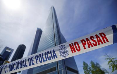 澳洲駐西班牙大使館驚傳炸彈威脅 警方緊急關閉「太空塔」