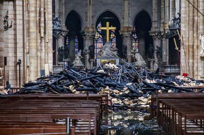 火災警鐘響2次!聖母院錯失「黃金23分鐘」大火吞沒整個教堂