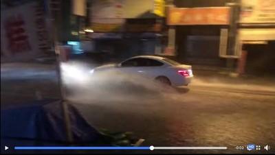 影/大雨夜襲3縣市!台南「安中河」再現 網友被雷聲嚇醒:像拿槌子一直敲