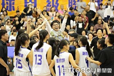 JHBL/大倫球員變教練 劉文君率隊摘女籃隊史首冠