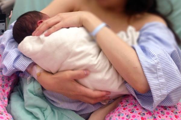 ▲許多媽媽都會親餵母乳。(示意圖/記者姜國輝攝)