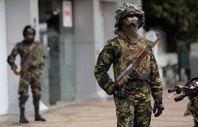 突襲炸彈工廠!斯里蘭卡驚爆槍戰 搜出「伊斯蘭國黑旗」