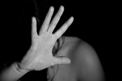 美女律師控牧師性侵 「他對我下符咒壓著我整晚沒睡」
