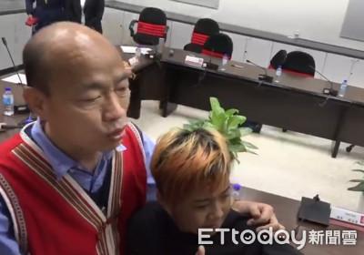 韓國瑜遭圍攻!12歲小韓粉「家中哭3天」 下高雄議會打氣遭驅離