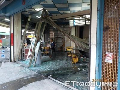 男清晨駕車衝入早餐店 店毀人傷還被測出酒測值0.85mg/l