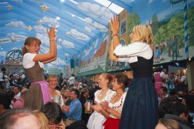 一起入棚有夠嗨!來德國乾杯,參加啤酒節玩德瑞雙國