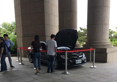 地檢署大門口賞賓士車 C250起標價43萬「甜到蛀牙」