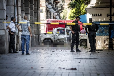 「警車旁屍塊噴滿地」!突尼西亞10分鐘內2連爆 1警死亡…8人傷