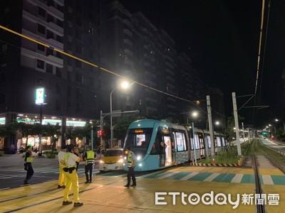 淡海輕軌通車後首件車禍!小黃直行燈一亮就左轉...列車「無法閃避」慘撞