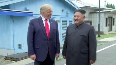 快訊/川普踏上北韓領土!創現任美國總統先鋒 與金正恩握手寒暄15秒