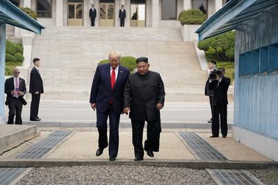 民主黨諷「川金照相之旅」質疑外交成效 狠批:迎合獨裁者